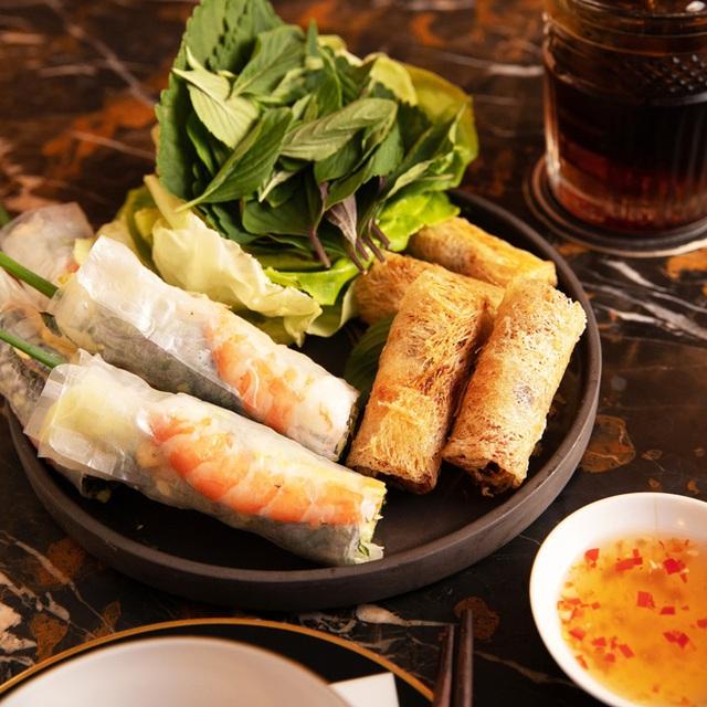 """Trước khi đóng cửa, nhà hàng của NTK Thái Công cầu kỳ và đẳng cấp tới mức này: Không được gọi nhân viên là """"Em ơi"""", chỉ nhận đặt bàn tối đa 6 khách - Ảnh 13."""