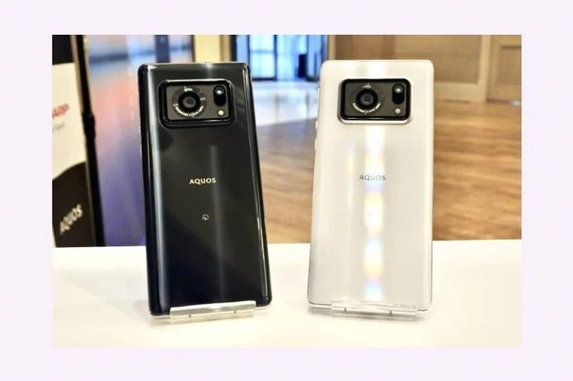 Chiếc điện thoại Nhật này sử dụng camera lớn chưa từng thấy trong lịch sử - Ảnh 2.