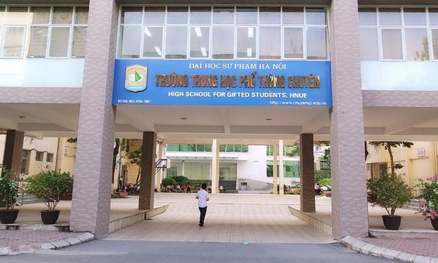Hà Nội có một trường THPT mà thí sinh cả nước đều mơ ước được vào, nghe tên cựu học sinh là biết trường thuộc đẳng cấp cao - Ảnh 1.