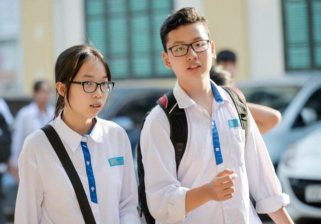 Hà Nội có một trường THPT mà thí sinh cả nước đều mơ ước được vào, nghe tên cựu học sinh là biết trường thuộc đẳng cấp cao - Ảnh 2.