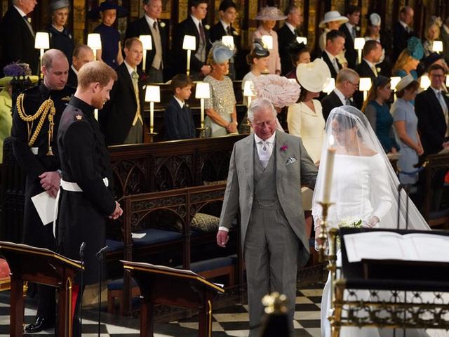 Chỉ trích cách dạy con của cha đẻ, Harry bị đào lại quá khứ từng hết lời ca tụng Thái tử Charles, chứng tỏ sự dối gian của anh - Ảnh 2.
