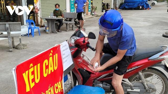 Người dân Bắc Ninh thực hiện đi chợ theo thẻ - Ảnh 4.