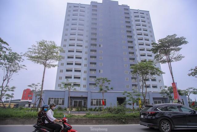Khu chung cư tọa lạc vị trí đắc địa ở Hà Nội thành nơi tập kết rác  - Ảnh 2.
