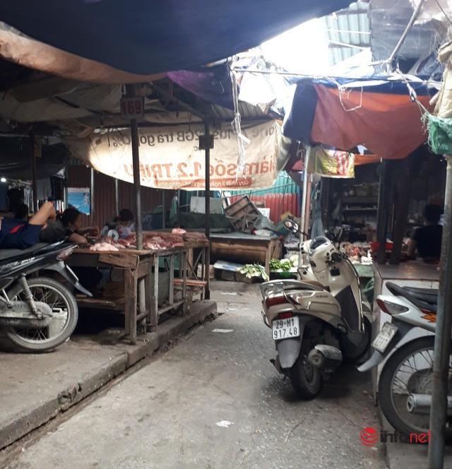 Hà Nội: Dân đổ xô về quê, đi chơi ngày lễ, siêu thị vắng khách, chợ ế hàng - Ảnh 1.