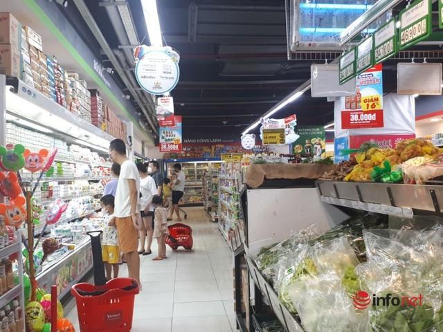 Hà Nội: Dân đổ xô về quê, đi chơi ngày lễ, siêu thị vắng khách, chợ ế hàng - Ảnh 2.