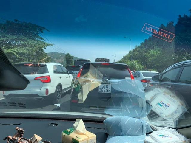 Những hình ảnh cho thấy Đà Lạt là điểm du lịch nóng nhất kỳ nghỉ lễ vừa rồi: Nhìn đâu cũng đông nghịt và tắc cứng  - Ảnh 1.