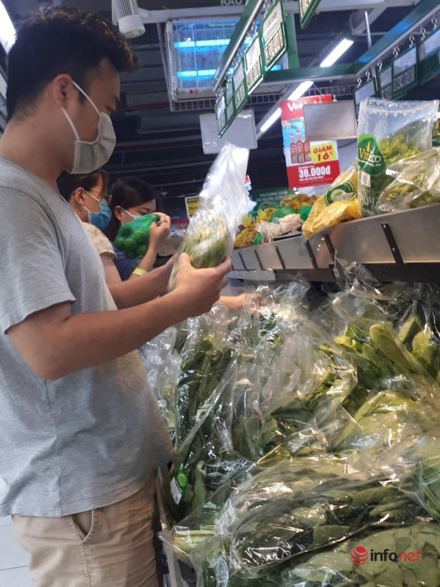 Hà Nội: Dân đổ xô về quê, đi chơi ngày lễ, siêu thị vắng khách, chợ ế hàng - Ảnh 13.