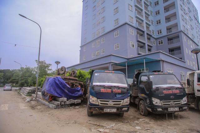 Khu chung cư tọa lạc vị trí đắc địa ở Hà Nội thành nơi tập kết rác  - Ảnh 14.