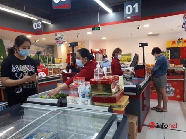 Hà Nội: Dân đổ xô về quê, đi chơi ngày lễ, siêu thị vắng khách, chợ ế hàng - Ảnh 14.