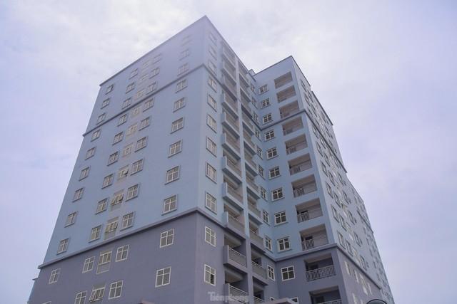 Khu chung cư tọa lạc vị trí đắc địa ở Hà Nội thành nơi tập kết rác  - Ảnh 15.