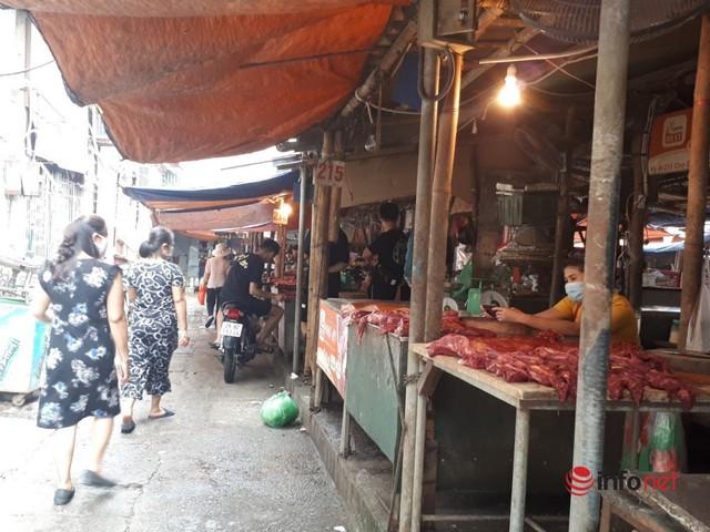 Hà Nội: Dân đổ xô về quê, đi chơi ngày lễ, siêu thị vắng khách, chợ ế hàng - Ảnh 3.