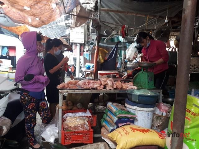 Hà Nội: Dân đổ xô về quê, đi chơi ngày lễ, siêu thị vắng khách, chợ ế hàng - Ảnh 4.