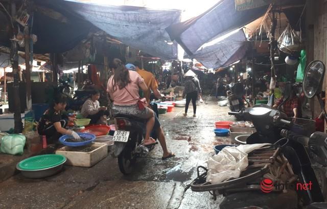 Hà Nội: Dân đổ xô về quê, đi chơi ngày lễ, siêu thị vắng khách, chợ ế hàng - Ảnh 5.