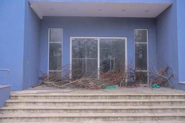 Khu chung cư tọa lạc vị trí đắc địa ở Hà Nội thành nơi tập kết rác  - Ảnh 8.