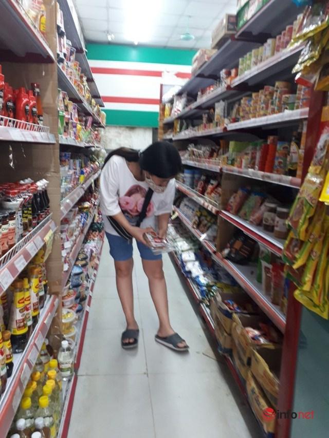 Hà Nội: Dân đổ xô về quê, đi chơi ngày lễ, siêu thị vắng khách, chợ ế hàng - Ảnh 9.