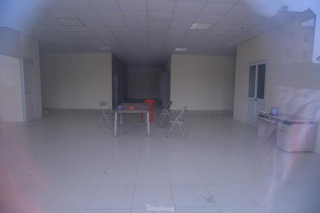 Khu chung cư tọa lạc vị trí đắc địa ở Hà Nội thành nơi tập kết rác  - Ảnh 10.