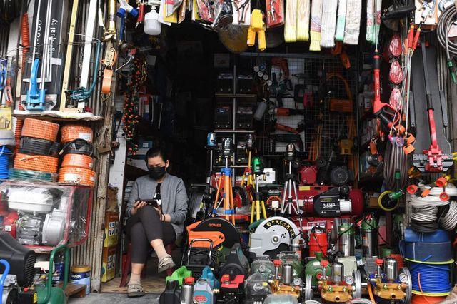 Chuyên gia kinh tế lý giải việc doanh nghiệp thâm dụng lao động tại Việt Nam và các nước ASEAN khác ít bị tác động bởi cú sốc địa chính trị  - Ảnh 1.