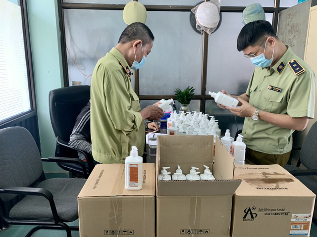 Phát hiện lô hàng nước sát khuẩn tay có dấu hiệu giả mạo sản phẩm ASIRUB  - Ảnh 3.