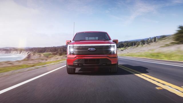 Siêu bán tải chạy điện Ford F-150 Lighning ra mắt: Mạnh, ngập tràn công nghệ, giá từ 40.000 USD - Ảnh 3.
