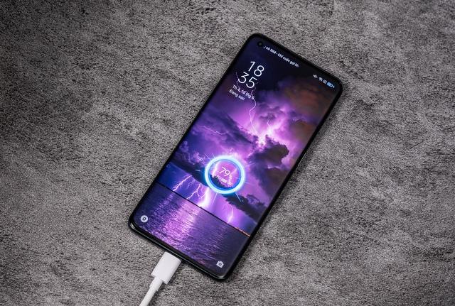 iPhone 12 Pro Max, Galaxy S21 Ultra có đối thủ mới tại Việt Nam - Ảnh 2.