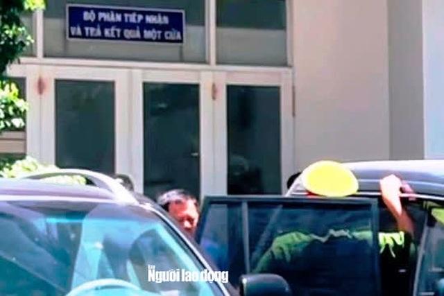 Hình ảnh khám xét, bắt giam cựu Giám đốc Sở Tài nguyên - Môi trường Khánh Hòa  - Ảnh 2.
