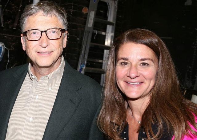 Tỉ phú Bill Gates vẫn đeo nhẫn cưới sau tuyên bố ly hôn  - Ảnh 2.