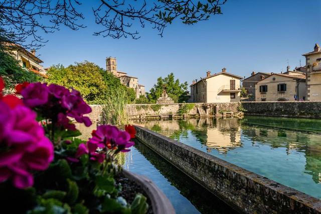 Một trong những ngôi làng đẹp nhất Italy tặng hàng chục nghìn euro cho người nước ngoài đến sinh sống và làm việc - Ảnh 1.