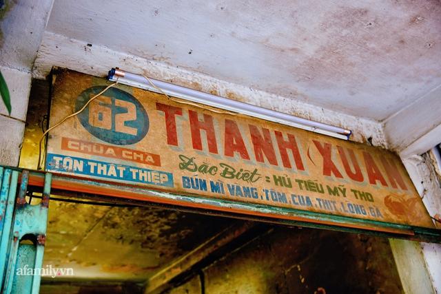 Tiệm hủ tiếu hơn 70 năm nổi tiếng với nồi sốt cà chua hầm mà về làm dâu rồi vẫn chưa được truyền ngay, cùng tấm bảng hiệu được định giá nghìn đô! - Ảnh 14.