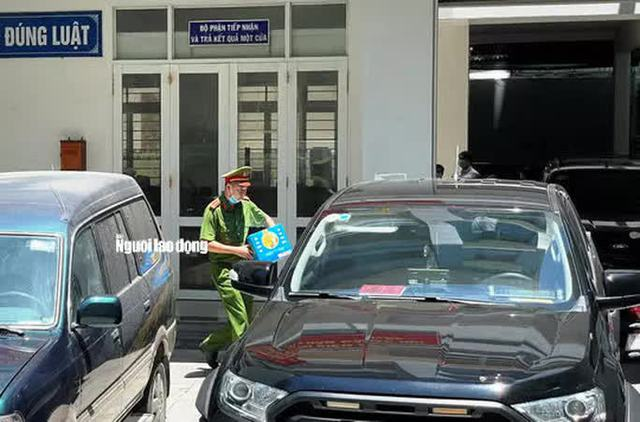 Hình ảnh khám xét, bắt giam cựu Giám đốc Sở Tài nguyên - Môi trường Khánh Hòa  - Ảnh 4.