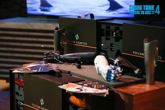 Giảm định giá công ty từ 100 tỷ còn 25 tỷ, Shark Liên vẫn bắt tay được với startup sản xuất tay robot cho người khuyết tật chỉ nhờ một gợi ý của Shark Hưng - Ảnh 1.