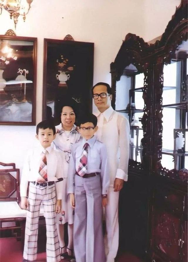 Cuộc đời bi thảm của con gái của ông trùm ngành đồng hồ Hong Kong: Xinh đẹp, tài giỏi nhưng bất chấp kết hôn với người anh họ tỉ phú Lý Gia Thành, hy sinh tất cả để đổi lại cái chết bất đắc kì tử - Ảnh 6.