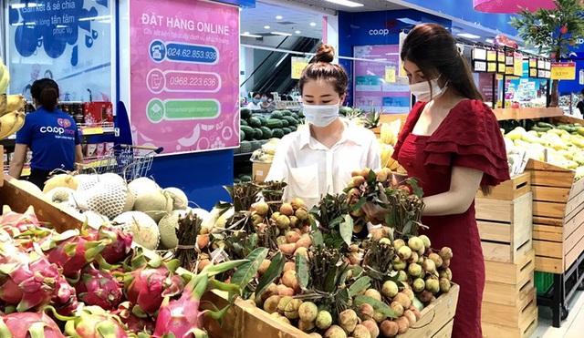 Trái vải tươi đầu mùa lên kệ hàng siêu thị, giá thấp nhất 21.900 đồng/kg  - Ảnh 1.