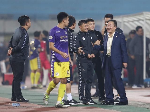 Ai đang sở hữu các đội bóng ở Việt Nam? - Ảnh 1.