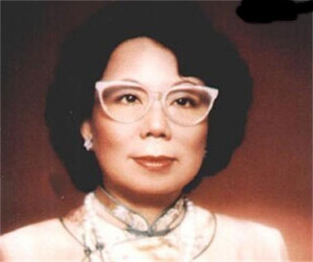 Cuộc đời bi thảm của con gái của ông trùm ngành đồng hồ Hong Kong: Xinh đẹp, tài giỏi nhưng bất chấp kết hôn với người anh họ tỉ phú Lý Gia Thành, hy sinh tất cả để đổi lại cái chết bất đắc kì tử - Ảnh 1.