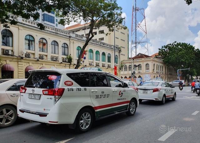 Taxi, taxi công nghệ chở khách tại TP.HCM phải mở cửa sổ - Ảnh 1.