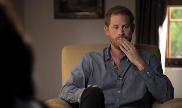 Hoàng tử Harry kích hoạt quả bom làm rung chuyển Hoàng gia Anh trong bộ phim tài liệu mới: Tôi đã bị gia đình bỏ mặc hoàn toàn - Ảnh 2.
