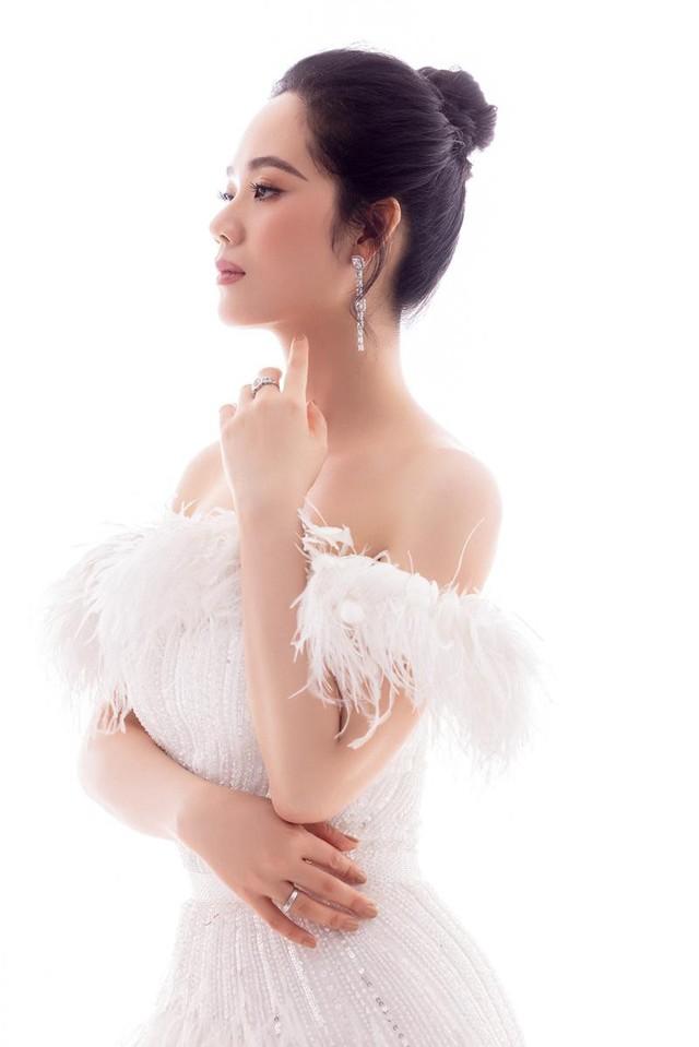 Nữ sinh chuyên Lý ở Hải Phòng trở thành Hoa hậu và scandal bắt cóc xôn xao ngày ấy: Nhan sắc sau 19 năm khiến ai nấy ngạc nhiên, cách dạy con đáng ngưỡng mộ - Ảnh 4.