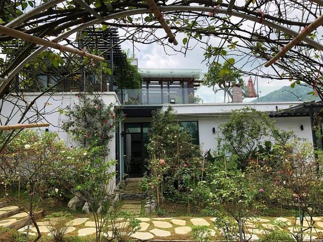 Khám phá căn biệt phủ ngoại ô của con gái PGS Văn Như Cương: Xây trên quả đồi rộng 200 m2, view cánh đồng rộng mênh mông, bên cạnh có suối chảy róc rách - Ảnh 6.