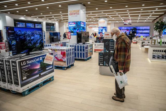 TV, laptop, đồ điện tử có thể tăng giá mạnh - Ảnh 1.