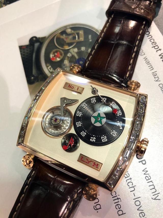 """Sự kỳ công của người thợ đồng hồ tự chế tác những """"siêu phẩm"""" thủ công, giá lên tới 80.000 USD, chất lượng sánh ngang với nhiều thương hiệu nổi tiếng - Ảnh 4."""