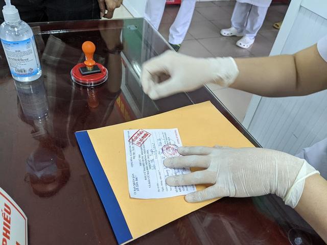 CLIP: Đi bầu cử sớm tại Bệnh viện dã chiến ở tâm dịch Bắc Ninh sáng nay 22-5  - Ảnh 7.