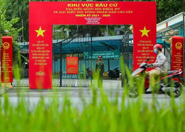 Cử tri Hà Nội đi bỏ phiếu bầu cử  - Ảnh 1.