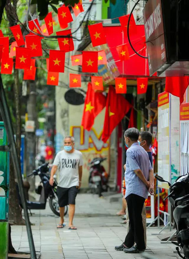 Cử tri Hà Nội đi bỏ phiếu bầu cử  - Ảnh 2.