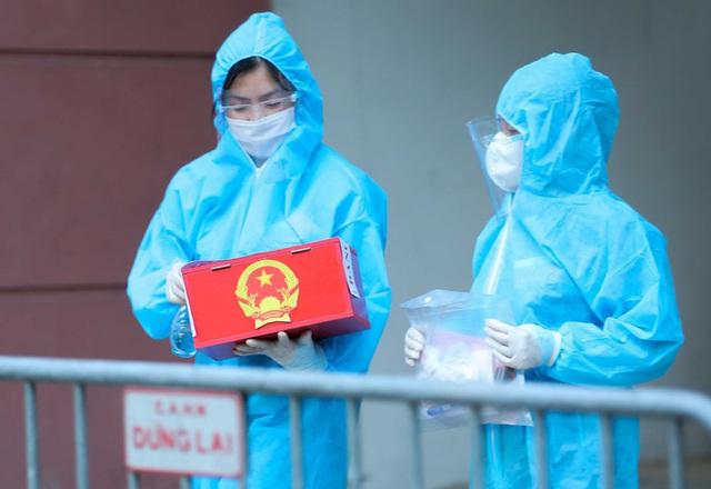 CLIP: Phong tỏa tòa nhà ở khu đô thị Việt Hưng có ca dương tính SARS-CoV-2  - Ảnh 12.