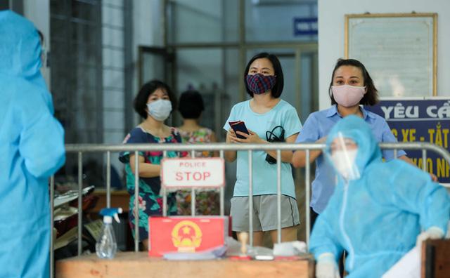 CLIP: Phong tỏa tòa nhà ở khu đô thị Việt Hưng có ca dương tính SARS-CoV-2  - Ảnh 4.