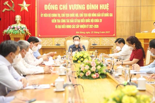 Chủ tịch Quốc hội Vương Đình Huệ kiểm tra công tác bầu cử tại tâm dịch Bắc Giang  - Ảnh 3.