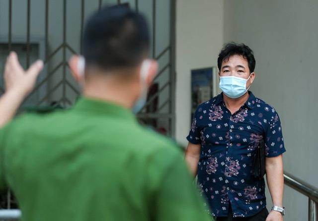 CLIP: Phong tỏa tòa nhà ở khu đô thị Việt Hưng có ca dương tính SARS-CoV-2  - Ảnh 5.