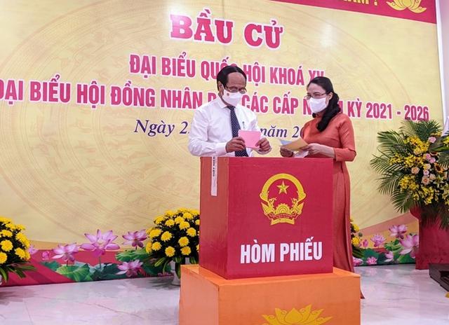 Chủ tịch Quốc hội và Phó Thủ tướng bỏ phiếu bầu cử tại Hải Phòng - Ảnh 5.