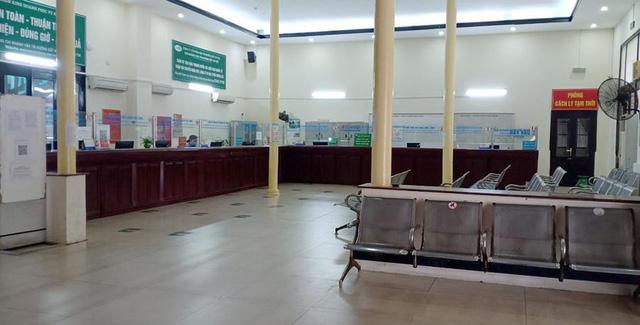 Vắng khách trong ngày bầu cử, nhưng sân bay, nhà ga đường sắt vẫn được quản chặt - Ảnh 6.