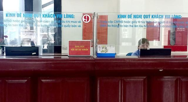 Vắng khách trong ngày bầu cử, nhưng sân bay, nhà ga đường sắt vẫn được quản chặt - Ảnh 7.